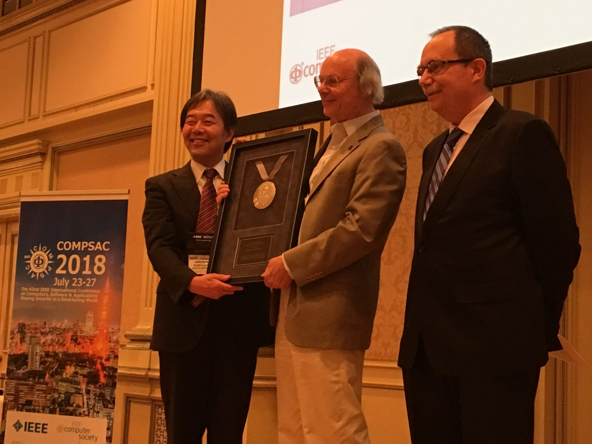 Bjarne Stroustrup (center), Managing Director in the technology division of Morgan Stanley, New York City, and visiting professor at Columbia University, receives the IEEE Computer Society's 2018 Computer Pioneer Award.