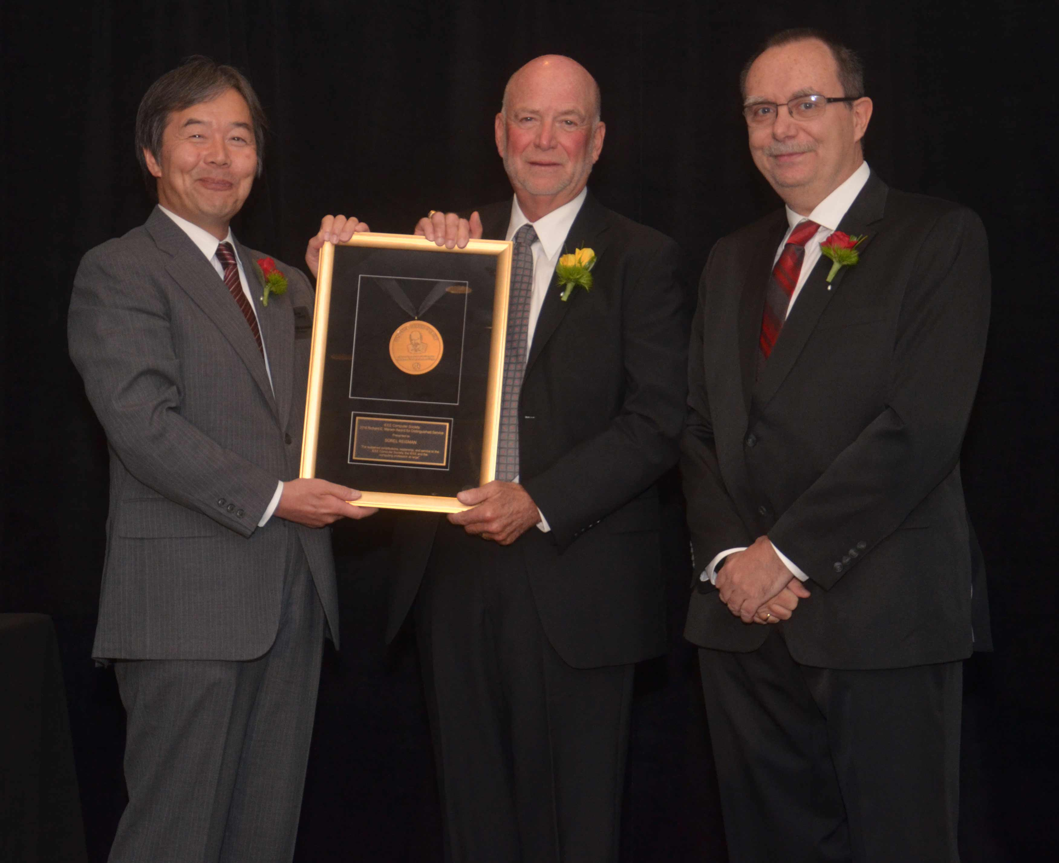 IEEE Computer Society 2011 President and Senior IEEE Member Dr. Sorel Reisman (center) receives the 2018 Richard E. Merwin Award for Distinguished Service.